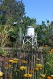 Wasserturm und Windmühle Lizenzfreies Stockfoto