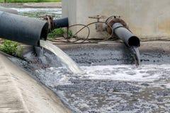 Wasserverschmutzung im Fluss Stockbilder