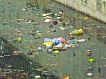 Wasserverschmutzung - Kanal lizenzfreies stockbild