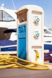 Wasserversorgung am Dock Stockfotografie