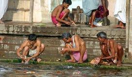 Wassingen in Varanasi royalty-vrije stock foto's