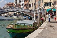 Waste service i Venedig Arkivfoton