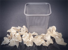Wastepaper basket with wrinkled paper Royalty Free Stock Photography