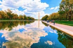 Waszyngtoński zabytek z basenem w national mall w washington dc obraz royalty free
