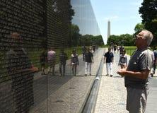 Waszyngton, DC - Czerwiec 01, 2018: Goście na wojna w wietnamie notatce Obraz Royalty Free