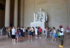 Waszyngton, DC - Czerwiec 01, 2018: Turyści blisko statui Abr Obraz Stock