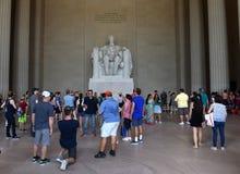 Waszyngton, DC - Czerwiec 01, 2018: Turyści blisko statui Abr Fotografia Royalty Free