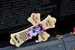 Waszyngton, DC: Uznanie żołnierz przy wojna w wietnamie pomnikiem Fotografia Stock