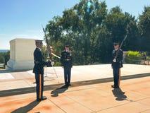 WASZYNGTON, dystrykt kolumbii, usa WRZESIEŃ 11, 2015: odmienianie strażnik ceremonia przy Arlington cmentarzem obrazy stock