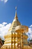 Wat土井素贴,清迈,泰国金黄stupa  免版税库存图片
