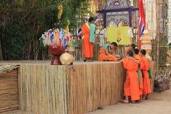 Wat帕纳陶寺庙的,清迈,泰国Buddist修士 免版税库存照片