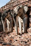 Wat张lom在历史Sukhothai附近的大象雕象 免版税库存照片