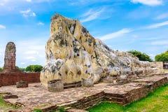 Wat的亚伊柴Mongkol,阿尤特拉利夫雷斯,泰国古老斜倚的菩萨 免版税库存图片