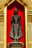 wat的Benchamabophit菩萨在泰国 免版税库存照片