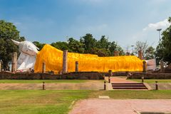 Wat的Khun Inthapramun斜倚的菩萨 免版税库存图片