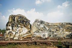 Wat的Lokayasutha斜倚的菩萨 免版税库存图片