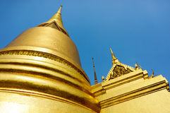 Wat的Phar Kaew金黄塔 免版税库存图片
