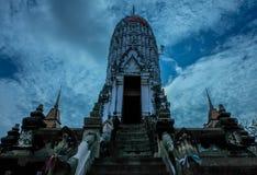Wat的Putthaisawan塔 (天际蓝色) 库存照片