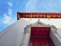 Wat Ταϊλανδός με το συμπαθητικό ουρανό Στοκ φωτογραφίες με δικαίωμα ελεύθερης χρήσης