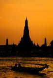 wat виска захода солнца рассвета bangkok arun Стоковое Изображение