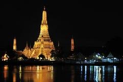 wat ночи bangkok arun стоковое изображение