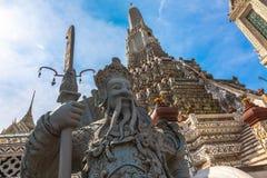 Wat Arun är en buddistisk tempel Arkivbilder
