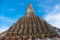 Wat Arun är en buddistisk tempel Arkivfoton