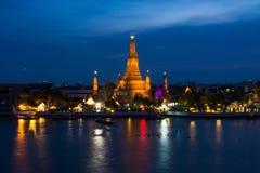 Wat Arun ή ναός της Dawn με το μπλε ουρανό στοκ εικόνες