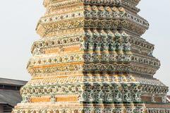 Wat Arun, ναός της αρχιτεκτονικής κινηματογράφησης σε πρώτο πλάνο στοιχείων της Dawn Στοκ Φωτογραφίες