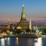 Wat Arun - ο ναός του μετώπου νερού της Dawn Στοκ Εικόνες