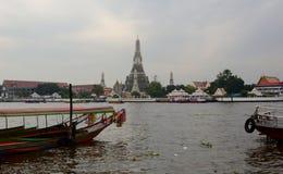 Wat Arun, που αντιμετωπίζεται από τον ποταμό Chao Phraya Μπανγκόκ Ταϊλάνδη Στοκ φωτογραφία με δικαίωμα ελεύθερης χρήσης