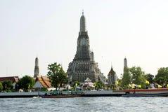Wat Arun как осмотрено от Chao Рекы Phraya в Бангкоке, Таиланде, Азии стоковое фото rf