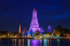 Wat Arun на взгляде ночи Стоковое Изображение RF
