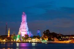 Wat Arun после захода солнца Стоковое Изображение