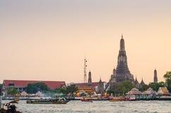 Wat Arun al crepuscolo, Bangkok, Tailandia Immagini Stock