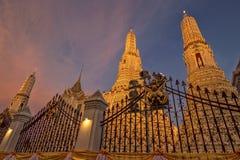 Wat Arun al tramonto a Bangkok Tailandia immagine stock