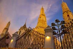 Wat Arun al tramonto a Bangkok Tailandia fotografie stock