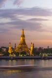Wat Arun bij schemering, Bangkok, Thailand Royalty-vrije Stock Foto's