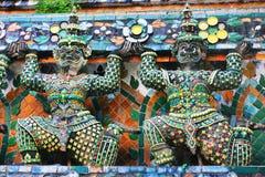 Wat Arun buddistisk tempel i Bangkok, Thailand - detaljer Royaltyfria Foton
