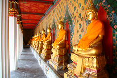Wat Arun dans le temple d'or Photos stock