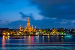 Wat Arun in der Dämmerungs-Zeit Stockbilder