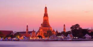 Wat Arun durante o por do sol Imagens de Stock
