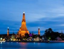 Wat Arun, el Temple of Dawn, en el crepúsculo, Bangkok, Tailandia Foto de archivo libre de regalías