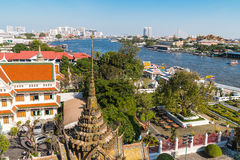 Wat Arun, il Temple of Dawn e veiw sul fiume Chao Praya Fotografia Stock