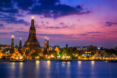 Wat Arun im Sonnenuntergang lizenzfreie stockbilder