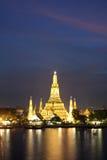 Wat Arun nella penombra dentellare di tramonto, Bangkok Tailandia Immagine Stock Libera da Diritti