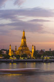 Wat Arun no crepúsculo, Banguecoque, Tailândia Fotos de Stock Royalty Free