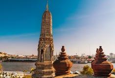 Wat Arun, o Temple of Dawn e veiw no Chao Praya River Imagem de Stock