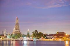 Wat Arun Ratchawararam Ratchawaramahawihan под конструкцией Стоковая Фотография