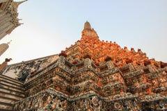 Wat Arun Ratchawararam Ratchawaramahawihan (Temple of Dawn) est un temple bouddhiste à Bangkok, Thaïlande photo stock